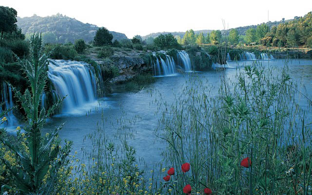 ruidera lagoons waterfalls Spain